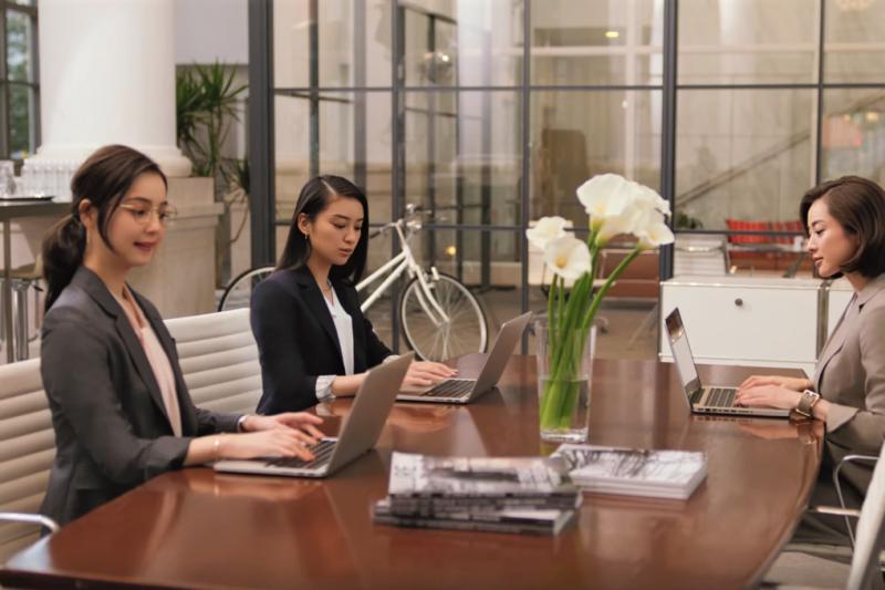 上週,有一位男性工程師,在Google內部論壇發表「女性因先天差異,無法在科技界和領導工作有突出表現」的文章。(圖/洋服の青山 公式チャンネル@youtube)