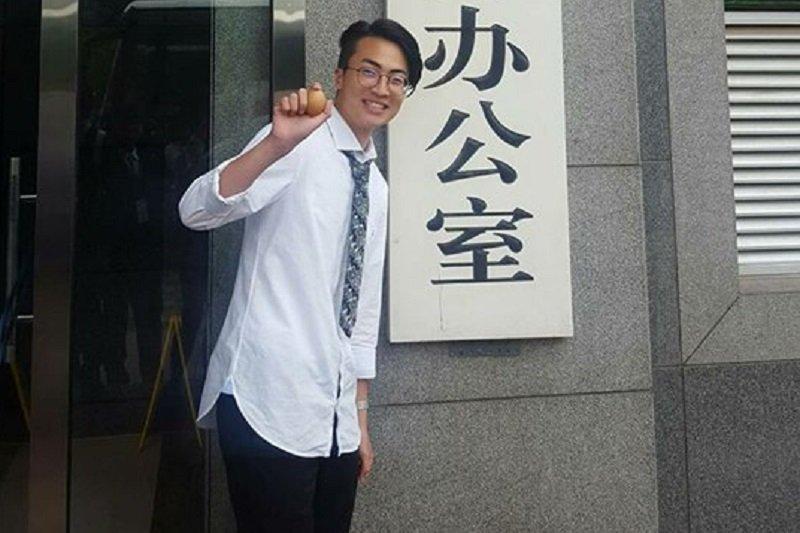 反課綱學生朱震日前赴中訪問。(取自朱震臉書)