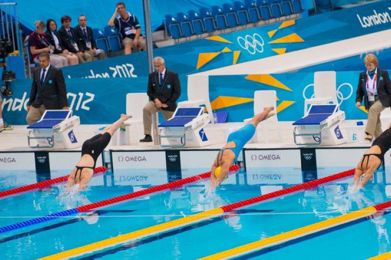 一位游泳教練在游泳池中養了幾條鱷魚,結果麾下選手屢屢獲獎。(圖/Atos@flickr)