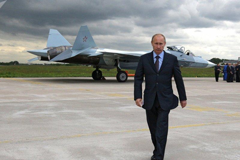 普京與Su-57(T-50)。(俄羅斯衛星網)