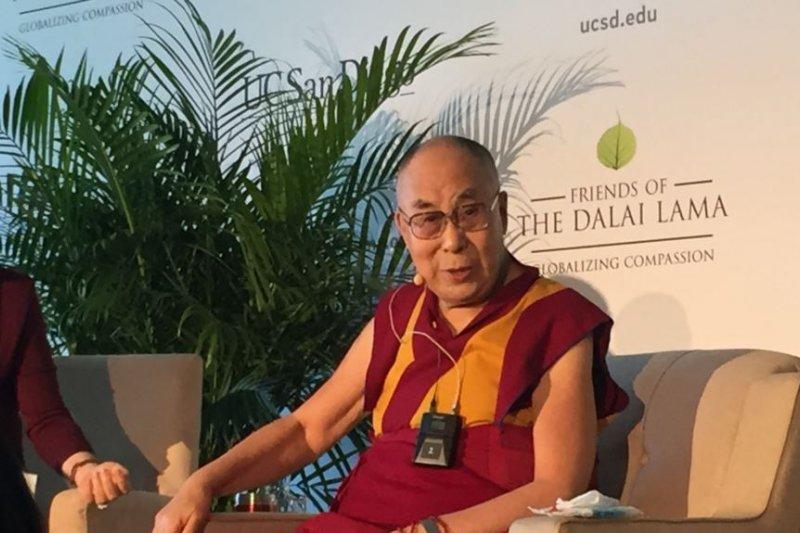 達賴喇嘛舉行記者會。(美國之音)