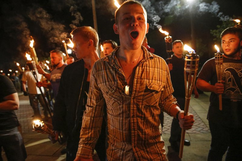 美國維吉尼亞州沙洛斯維(Charlottesville)12日有白人至上主義者舉行大會,衝突則在11日深夜就爆發(AP)