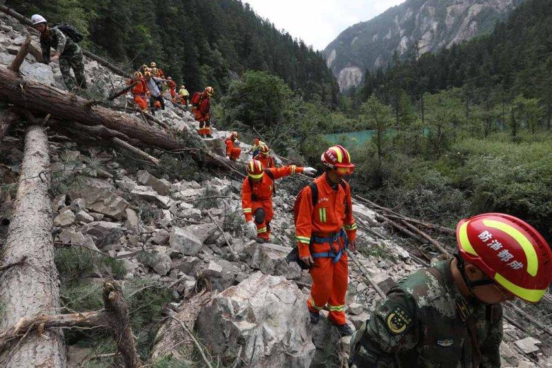 九寨溝強震搜救行動大致結束,官方確認25人死亡、6人失蹤、525人受傷。(新華網)