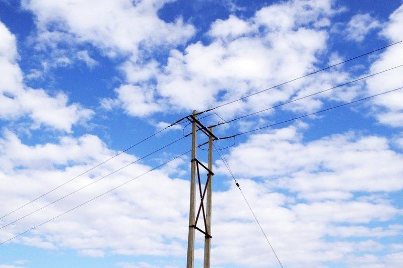 不當減少空調使用的變相限電政策,根本就是頭痛醫頭、腳痛醫腳,慘的是還醫不好...(圖/sarangib@pixabay)