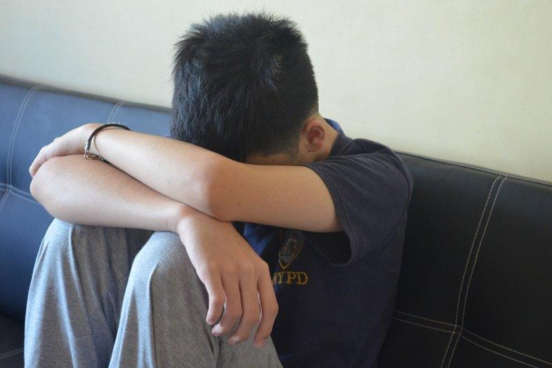 「他必須是我的朋友」這句話,隱藏了多少的傷痛。因為他要說服自己相信,他從來沒被霸凌過。(圖/bngdesigns@pixabay)