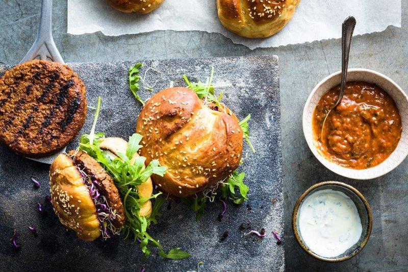 用蟲蟲製成的漢堡,你敢吃嗎?(圖/Coop官網)