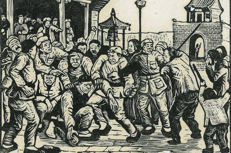 李少言版畫作品「地主」。描述中國「解放後」地主遭批鬥的情形。(取自作者微信公號)