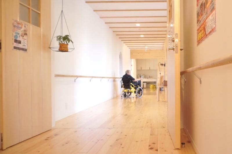 讓病患活得更有尊嚴,居家醫療將是台灣未來不可或缺的醫療模式。(示意圖/翻攝自youtube)