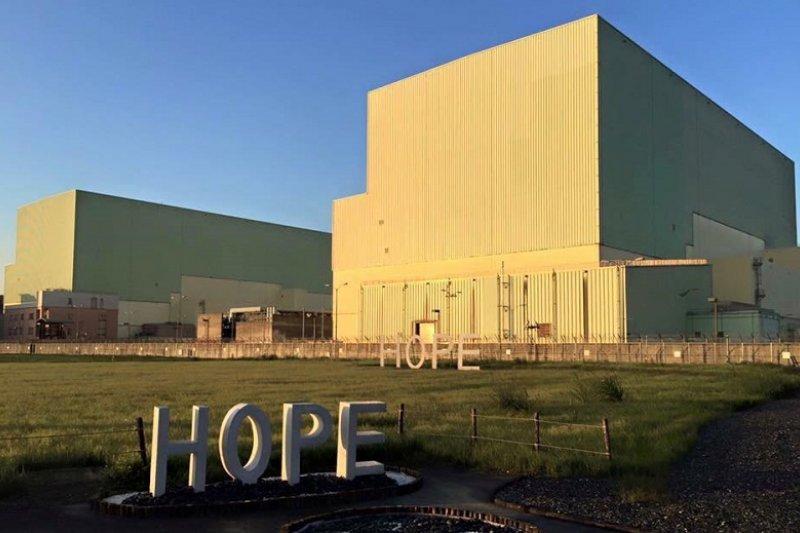 作者針對地球公民基金會的成員蔡中岳對網紅漢娜的11問提出見解,認為「能源政策的錯誤與停電事故有密切的關係。」,盲目廢核可能會造成大量的化石燃料電廠被建造,產生大量空污。圖為核四廠。(資料照,前廠長王伯輝提供)