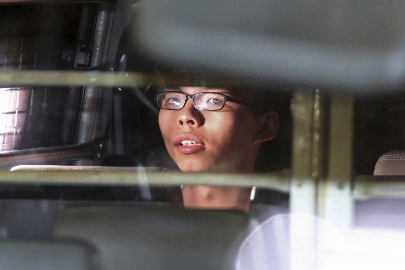 香港青年世代政治領袖黃之鋒,2017年8月17日被判刑入獄,成為年僅20歲的政治犯(AP)