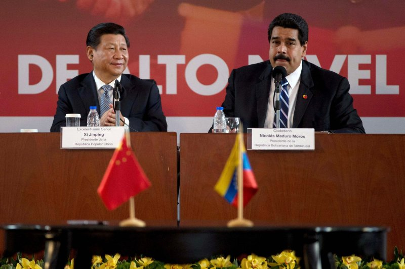 委內瑞拉以「內政問題」為由,表達要棄賽世大運,圖為2014年7月,中國國家主席習近平訪問委內瑞拉,與馬杜洛總統簽署多項合作協定(AP)
