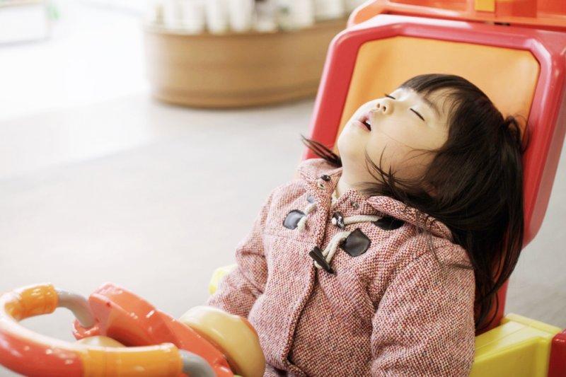 假日休息、補眠仍應謹記3大要點,拿捏睡眠時機與時間,才不會越睡越累、越難受(圖/MIKI Yoshihito@flickr)