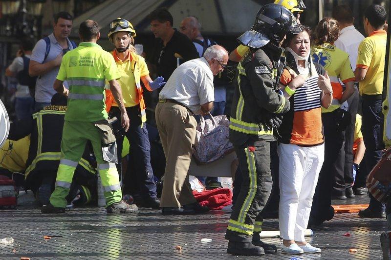 西班牙大城巴塞隆納日前發生貨車衝撞人群的恐怖攻擊,造成慘重傷亡(資料照,美聯社)