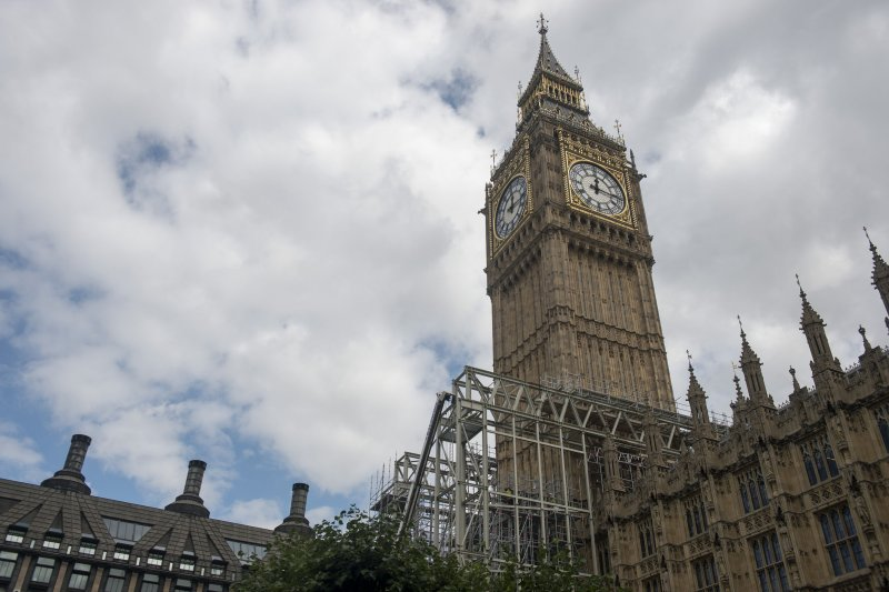 英國著名地標大笨鐘在施工期將消音4年,遭到輿論批評,英國首相梅伊也說這樣做不對。(美聯社)
