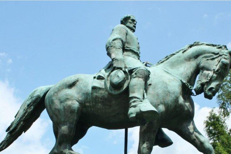 南方邦聯李將軍塑像。(美國之音)