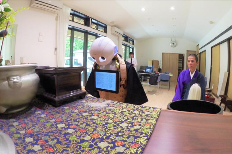 NISSEI ECO的IT葬禮企劃,其中最引人矚目的就是使用人型機器人「Pepper」(ペッパー)主持葬禮。