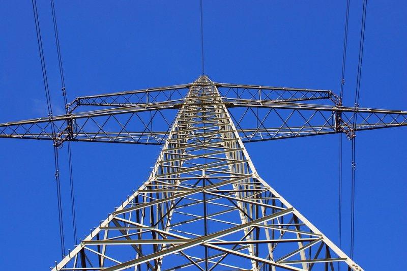 在考量電力來源時,往往是多面向的評估。不應掉入核能與燃煤二選一的命題。(圖/skyliner222222@pixabay)