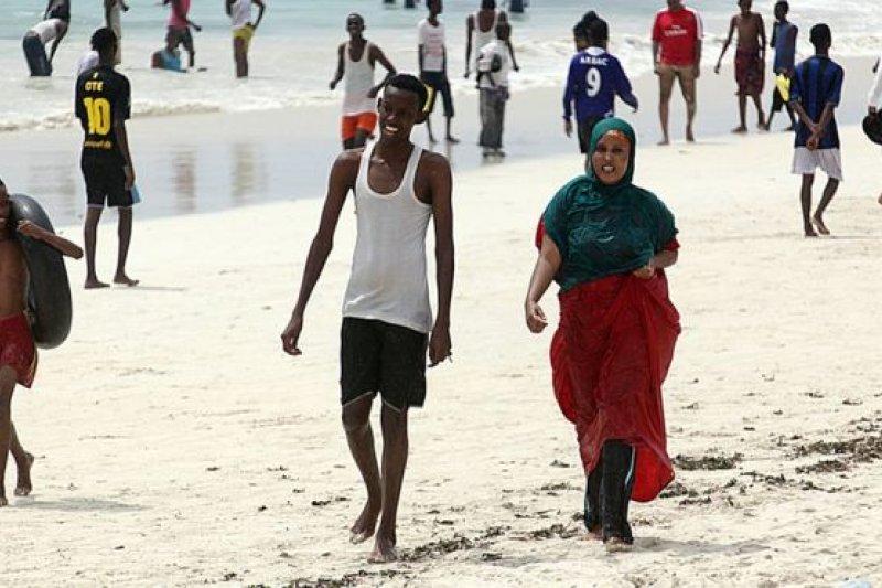 摩加迪休附近的海灘以潔白的沙質著稱。(BBC中文網)