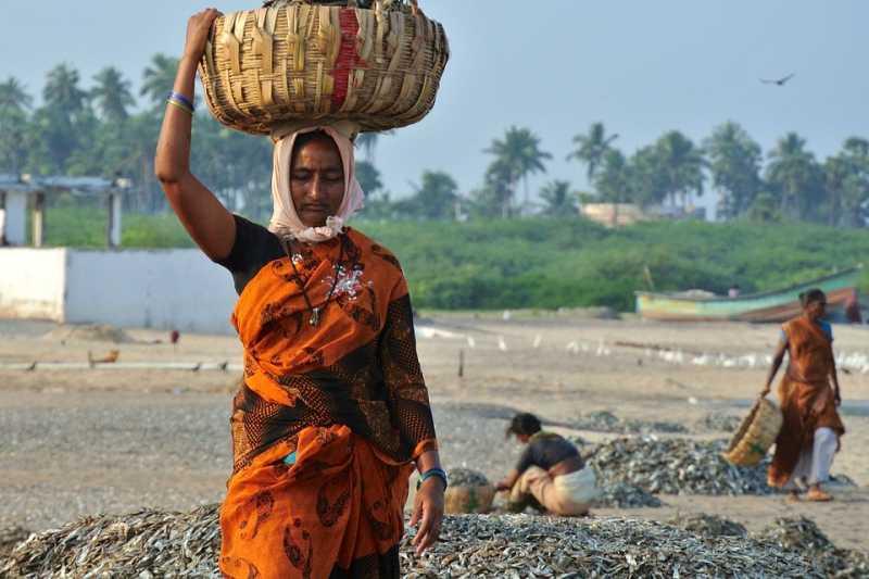 印度穆斯林婦女不必再擔心丈夫可透過電話及即時通訊軟體「休掉」她。(圖/JudaM@pixabay)