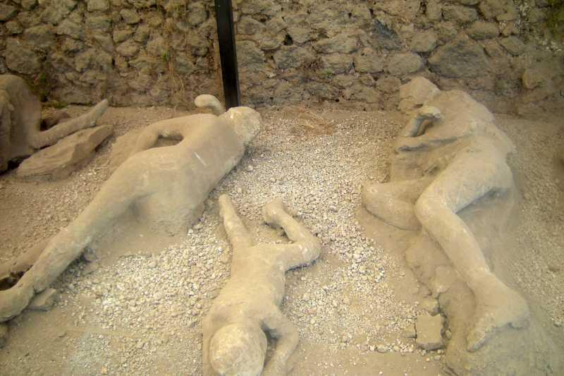 義大利龐貝古城被火山灰掩埋的罹難者鑄像(Leandro Neumann Ciuffo@Wikipedia/CC BY 2.0)