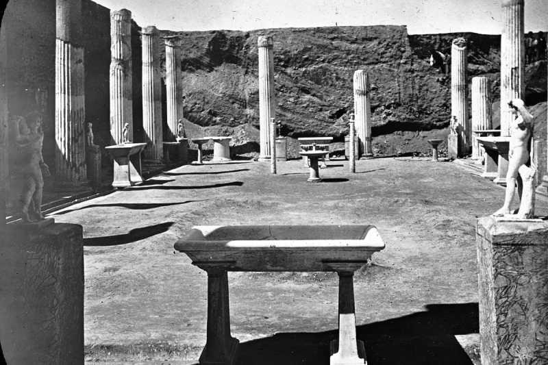 龐貝古城法院或建築物的列柱(Wikipedia/Public Domain)