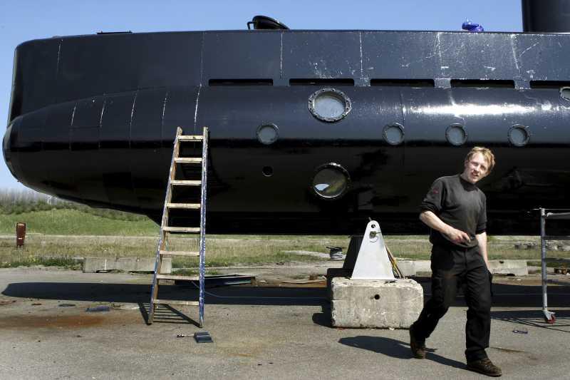 2008年,馬德森與自製潛水艇的合照(AP)