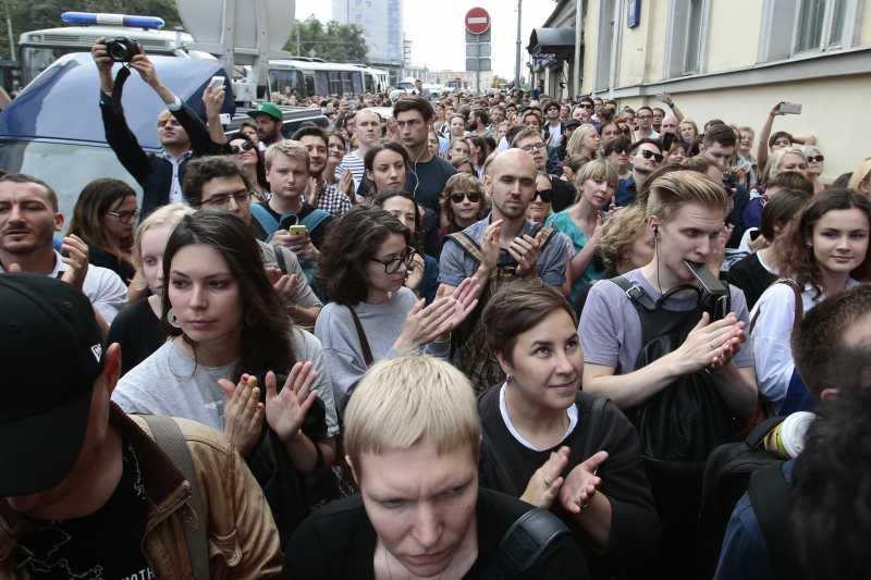 眾多支持者現身聲援塞雷布瑞尼科夫(AP)