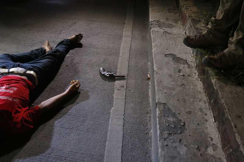 菲律賓掃毒:1名高中生疑遭警察濫權槍殺(AP)