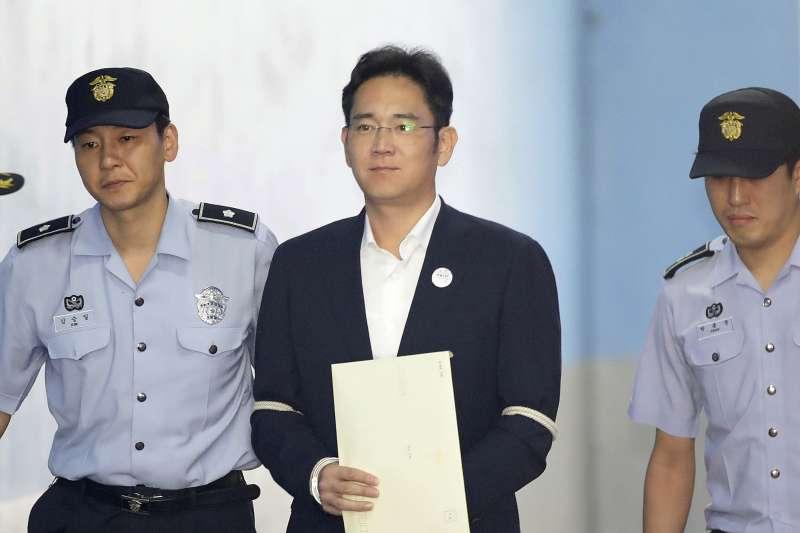南韓三星集團少主李在鎔因涉嫌行賄前總統朴槿惠,25日被法院判刑5年(AP)