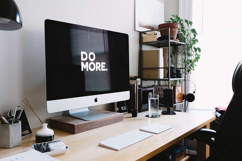 桌子總是無法維持整齊的樣子?如果你也有這個問題,不妨試著培養這些習慣!(圖/Pixabay)