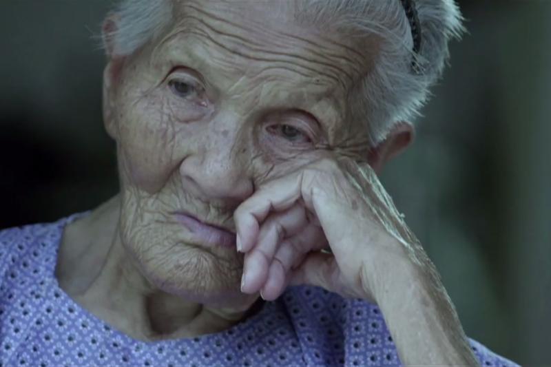 紀錄片「二十二」近日在中國掀起票房,但有無知網友將其中慰安婦畫面截圖製成表情包,引發大眾不滿。(圖 / 截自Youtube)