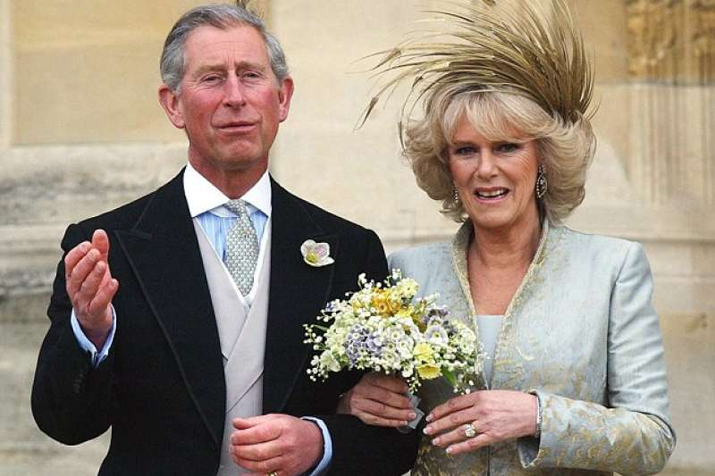 2005年,查爾斯與卡蜜拉結婚(AP)