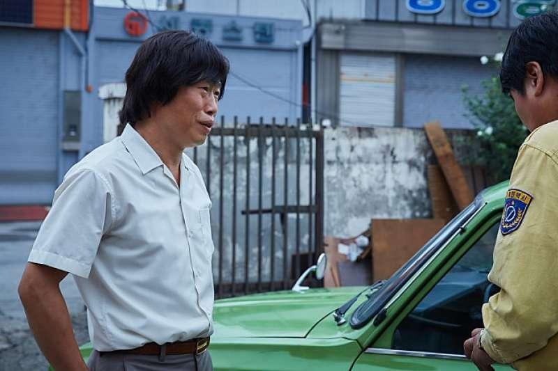 代表光州人民的計程車司機黃泰術(朴海真飾演)。(翻攝Naver)