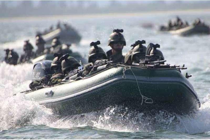 北韓進行攻打白翎島與延坪島的演習。(勞動新聞)