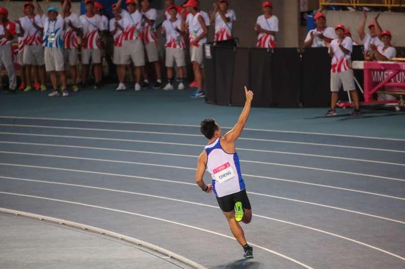 20170826-世大運田徑場26日晚間舉行男子標槍決賽,中華隊選手鄭兆村擲出91.36公尺,奪下金牌。(顏麟宇攝)