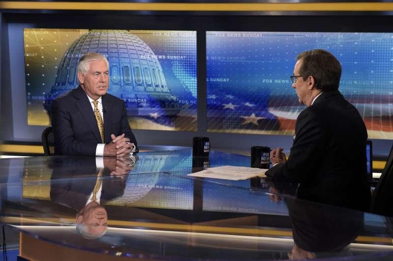 美國國務卿提勒森與主持人華萊士(AP)