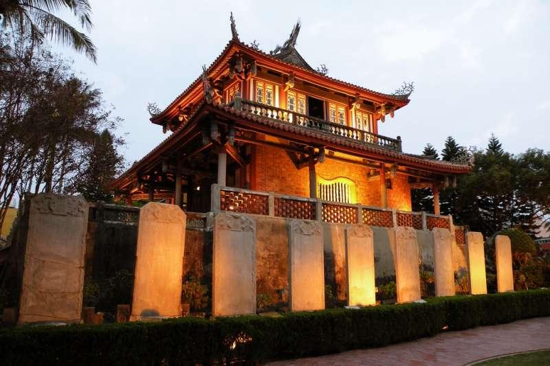 台灣的古蹟不但美麗,還能幫我們更認識這塊土地。(圖為赤嵌樓/weichiamail@flickr)