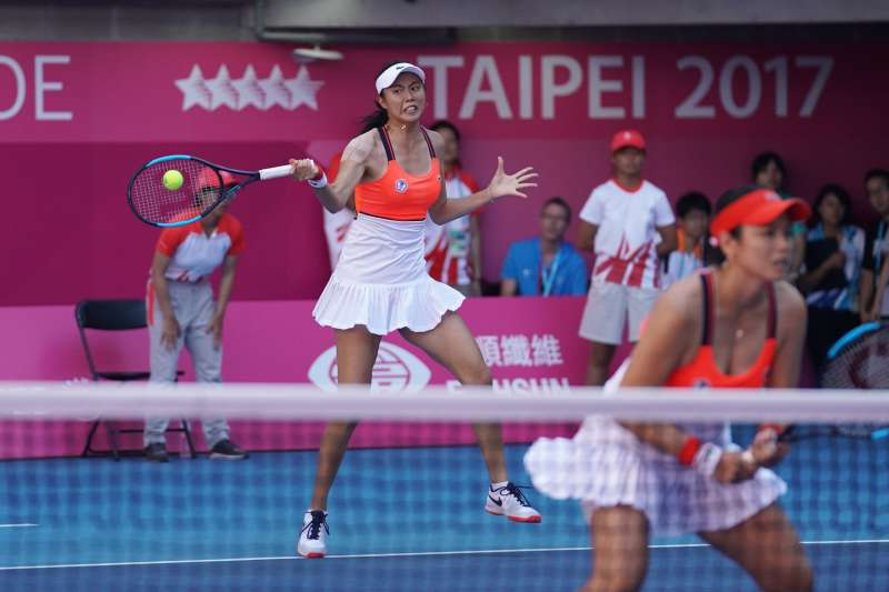 由詹詠然、詹皓晴姊妹搭配的女子雙打組合,以6:1、7:5擊敗泰國汪婷枈(Wongteanchai)姊妹檔,奪下女雙金牌。(大專體總提供)