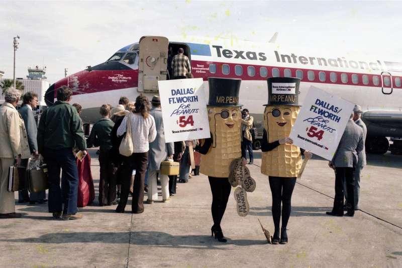 英國民眾發起連署活動,希望航空公司不要再發放花生作為零食。(圖/Jay Phagan@flickr)
