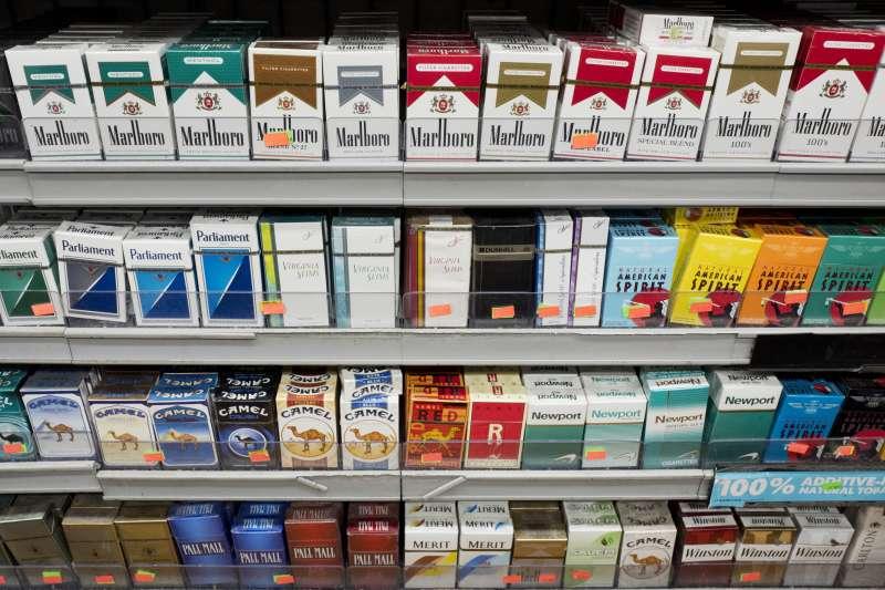 為了減少抽菸人口,紐約市推出「控菸新法」將一包菸價格提高至約400元台幣。(美聯社)