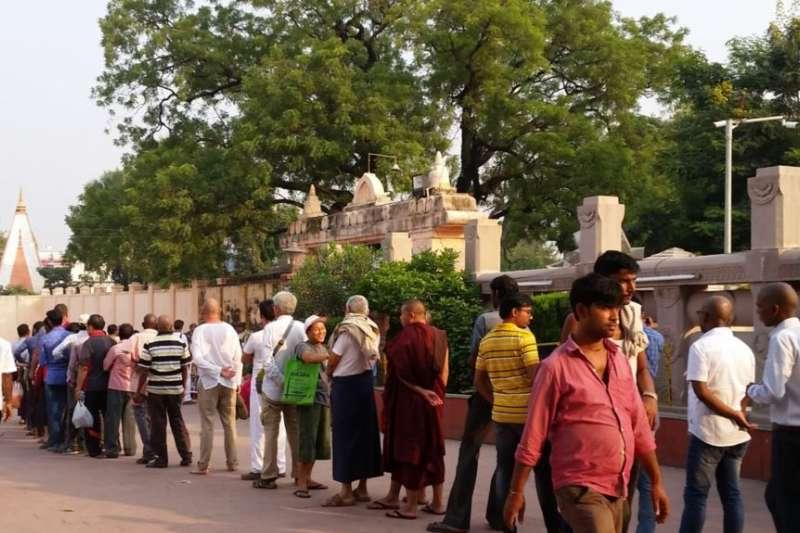 印度佛教聖城菩提迦耶,著名的摩訶菩提寺,傳說釋迦牟尼當年就是在這兒的菩提樹下悟道成佛。(美國之音記者朱諾拍攝)