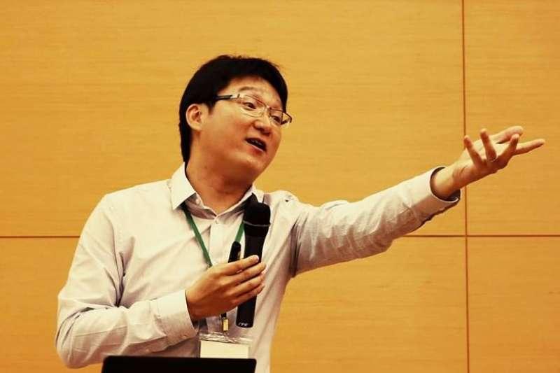 為了提供優秀年輕學者穩定研究環境,科技部的哥倫布計畫鼓勵35歲以下年輕學者提出3年期研究計畫,但台大化學系教授徐丞志抱怨,在申請過程遭到羞辱。(取自Cheng-Chih Richard Hsu臉書)