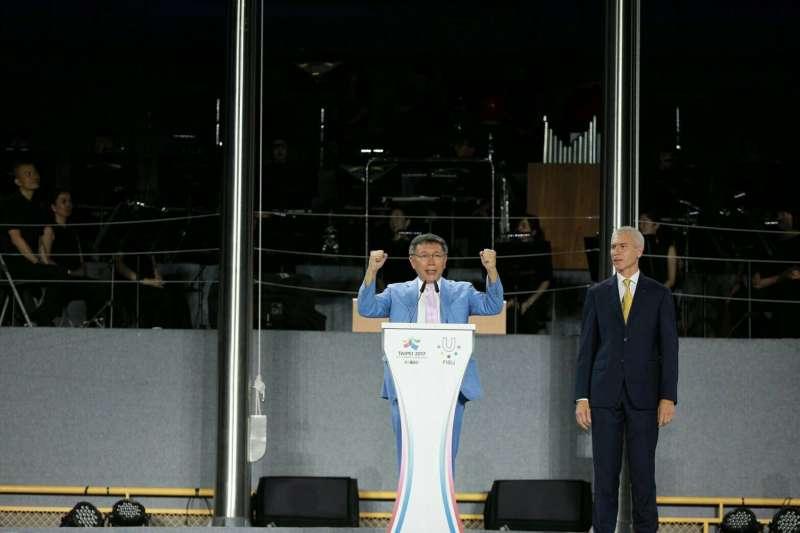 台北市長柯文哲(見圖)在世大運閉幕式上的演講頗受好評,自由台灣黨政策部主任溫朗東在臉書上表示,這是一場精心設計過的雙軌演講。(資料照,台北市政府提供)