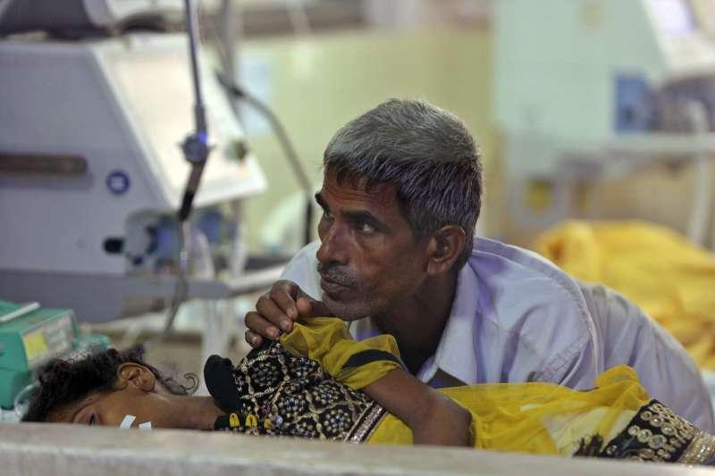印度北方邦的巴巴拉加夫達斯醫院傳出9個月內有1250名兒童死亡。(美聯社)