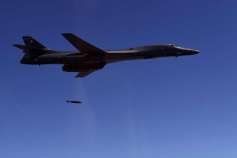 2017年8月31日,美國空軍B-1B轟炸機在朝鮮半島進行演習,威懾北韓(AP)