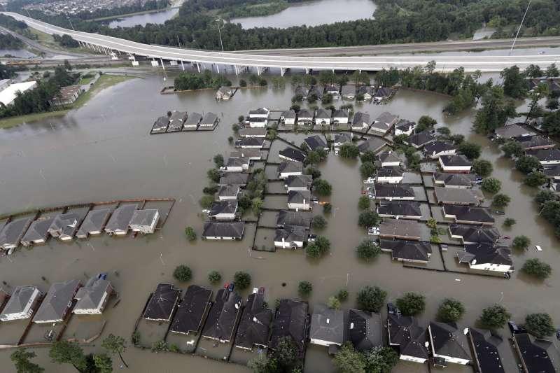 哈維颶風重創德州,造成慘重的生命財產損失(AP)