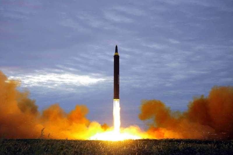 北韓火星-12型彈道飛彈,2017年7月試射成功(AP)