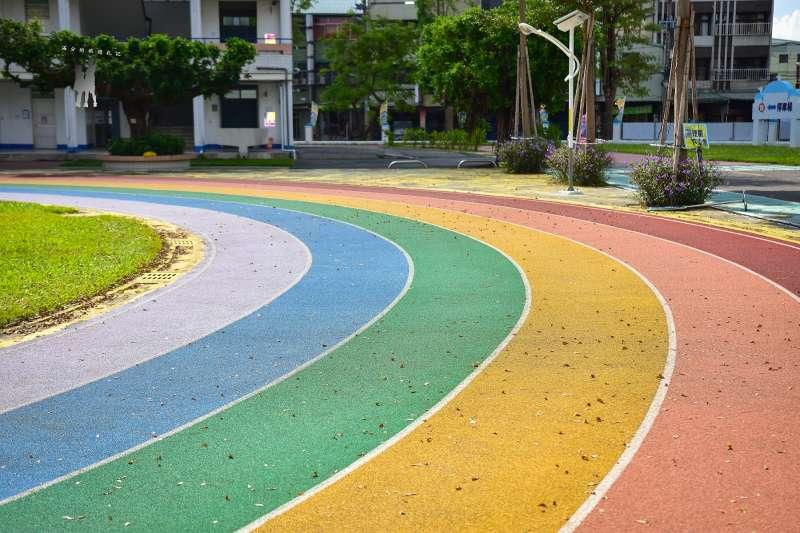 繽紛絢爛的彩虹就在我們腳下!(圖/wikimedia)