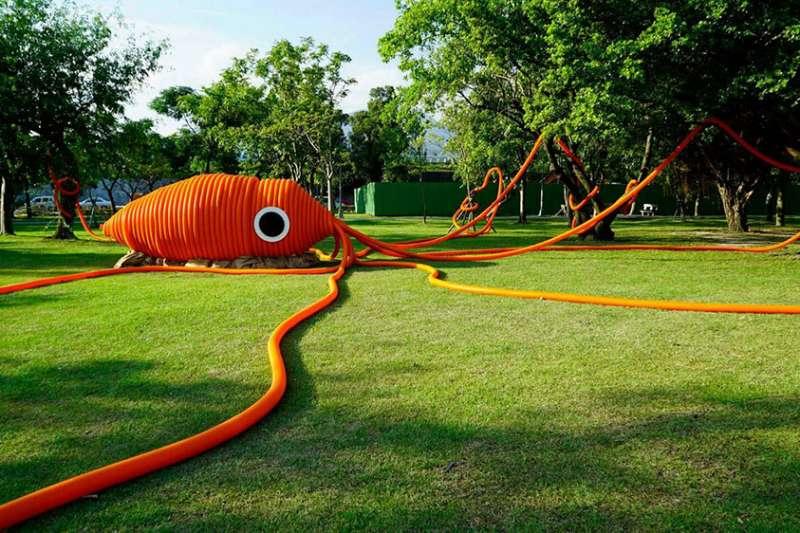 2017臺北地景公共藝術計畫,透過一系列趣味活動與地景藝術作品,喚醒城市的記憶,說一條河的故事。(圖/城市美學新態度提供)