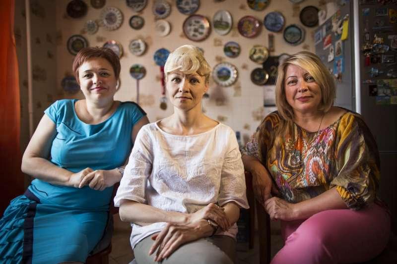 瑪格麗娜(左)與伊露莎利斯卡雅(右)控告俄羅斯航空性別歧視(AP)